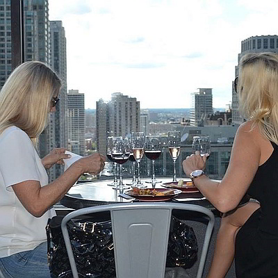 ladies city view Chicago Rooftop Crawl